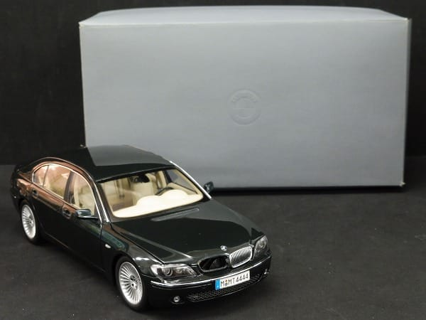 京商 1/18 BMW 7シリーズ 深緑 / キドニー・グリル
