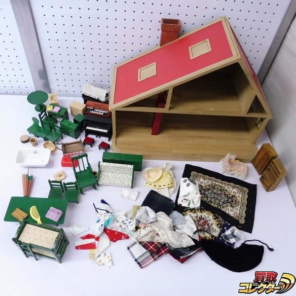 シルバニアファミリー 三角の赤い屋根のお家 家具 ピアノ 他